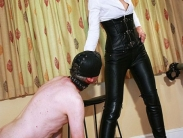 mistress-in-leather-001