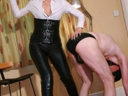 mistress-in-leather-004
