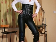 mistress-in-leather-011