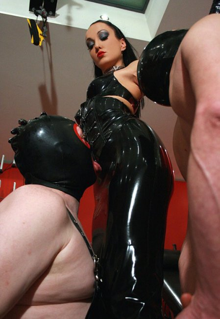 Latex goddess demolished with rubber cock