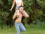 feemdom-shoulder-riding-02